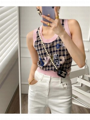 CHANEL                                                                                        Top